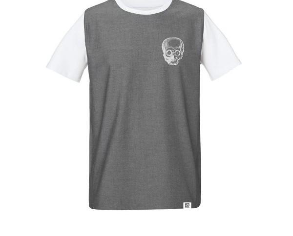Camiseta calavera. Camiseta blanca de manga corta para hombre con recubrimiento denim de tela de camisa en el pecho
