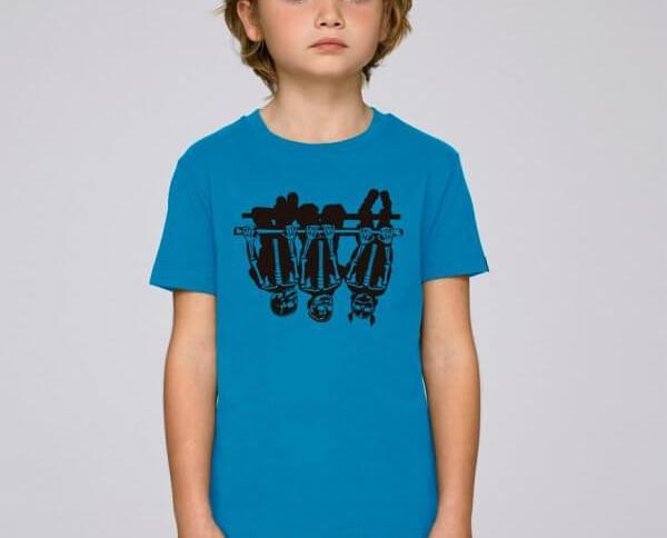 Camiseta Child Games. Camiseta infantil de color azul eléctrico con un atrevido diseño