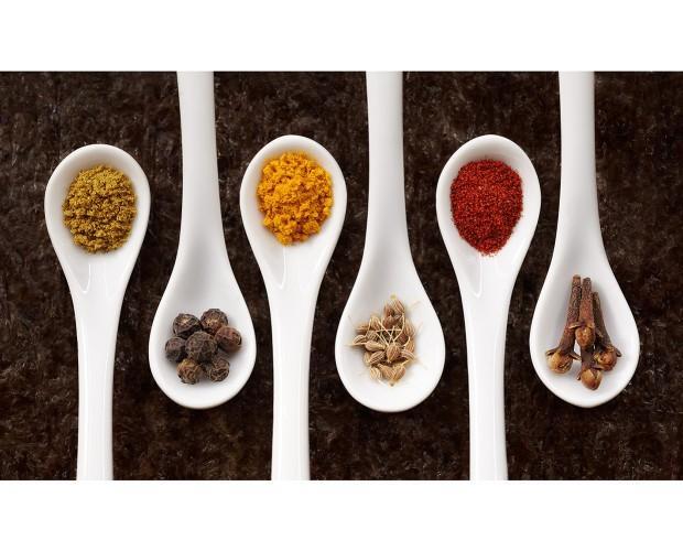 Especias. Fotografía de alimentación con estilismo de cocina