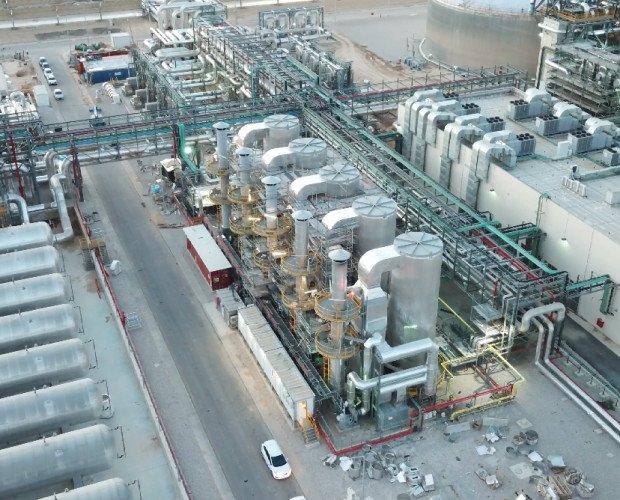 Generadores de Electricidad.Vista de las Calderas Industriales instaladas en una planta termosolar