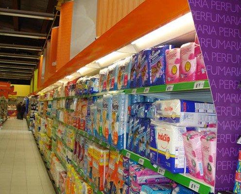 Estantes para productos. Para mercancías de tamaño mediano