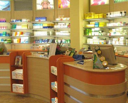 Expositores de medicinas. Aprovechamos el mayor espacio disponible
