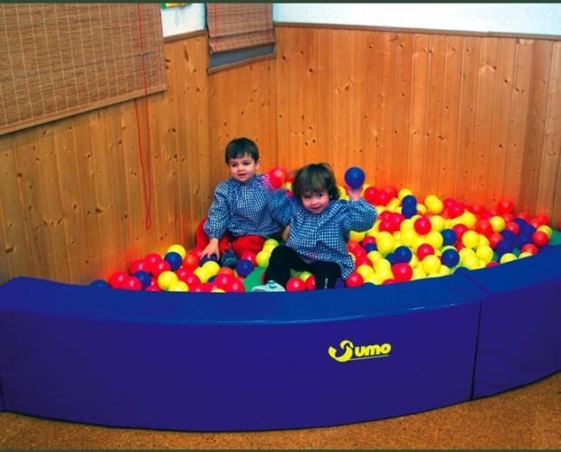 Piscinas de bolas. Juegos para niños