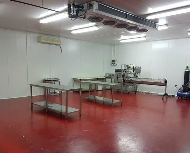 Sala de producción. Sala de producción de nuestros bocadillos y hamburguesas.