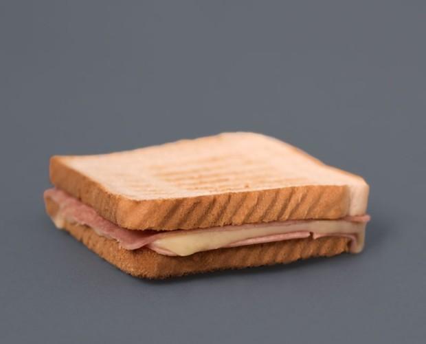 Sandwich mixto. Sandwich mixto, de jamón york y queso edam