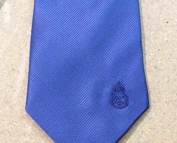 Bordado en corbatas. Bordados para corbatas, toallas, chalecos, bolsos, banderines, etc.
