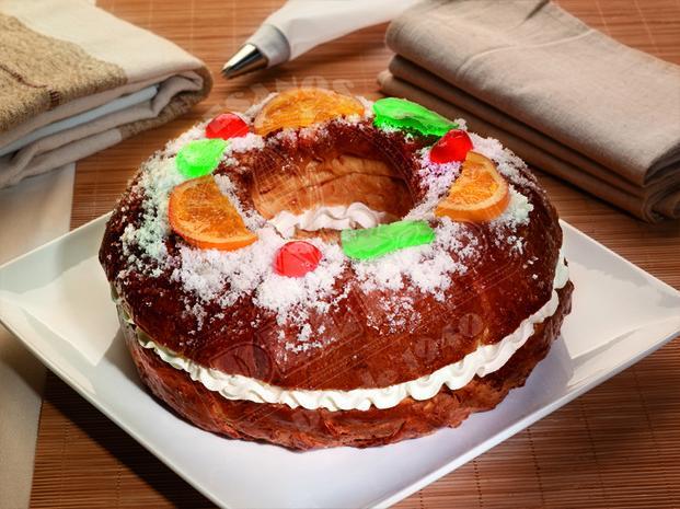 Roscón de reyes de nata . Productos de pastelería