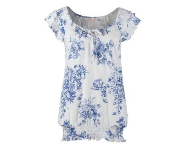 Blusa blanca floreada. Para una buena ocasión
