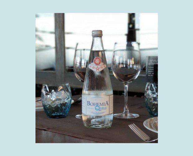 Agua en botella. Hidratate en compañía