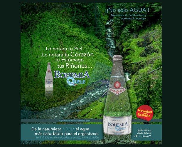 Agua. Botella de agua mineral