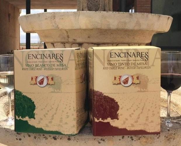 BAG IN BOX. Nuestros Bag in Box Blanco y Tinto en formatos de 5 Litros y 15 Litros.