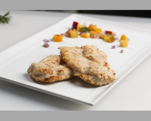 Pechuga de pollo. Pechuga de pollo - asado y congelado. 3 tamaños: 90-110g 110-130g 140-160g