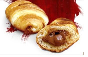 Bollería. Croissants naturales y rellenos, pan de leche