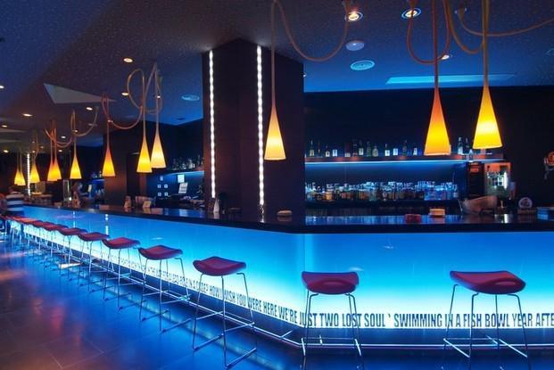 Im genes de funes interiores for Decoracion bares modernos