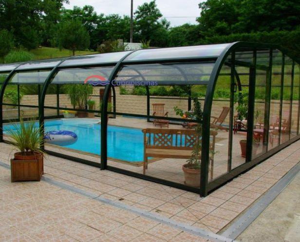Cubiertas. Cubierta de piscina con laterales y frontales transparentes