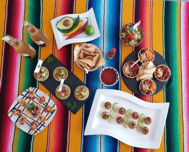 Cena mexicana con tartaletas. Mini tartaletas, mini cucharitas y tartaletas Aitana rellenas de guacamole, quesos...