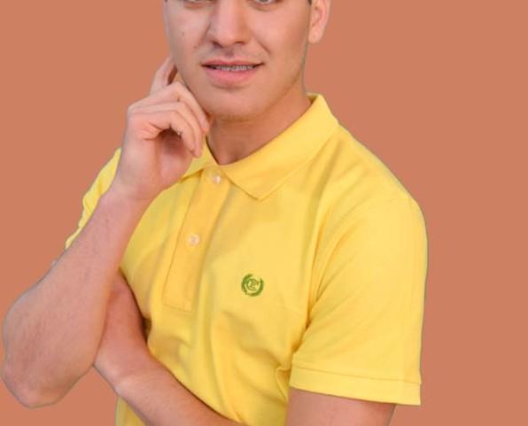 Polo amarilla. Color intenso
