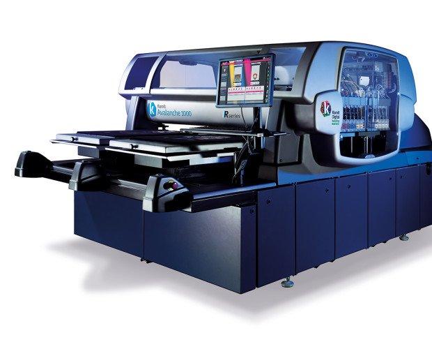 Kornit Avalache 1000. Sistema de impresión a alta velocidad con un rendimiento de 220 prendas por hora.