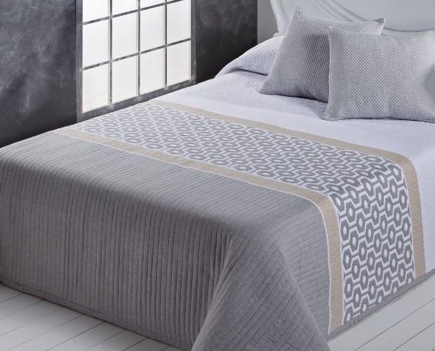 Colcha Jacquard Amber. La colcha Amber es la opción perfecta para vestir tus dormitorios en los meses de primavera y verano.