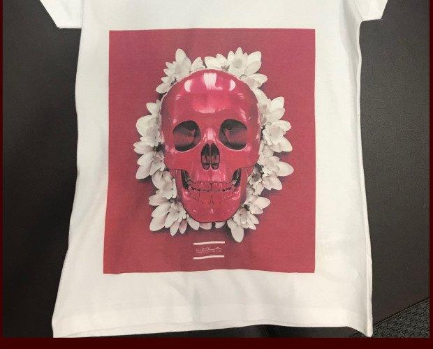 Camiseta Estampada LPJ. 100 % algodón, cuello de pico