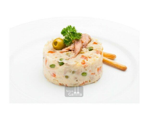 Ensaladilla Rusa. Se caracteriza por su suave textura y equilibrado sabor