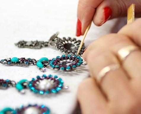 Bisutería.Nuestras piezas son hechas a mano, una a una, con la máxima atención a los detalles.