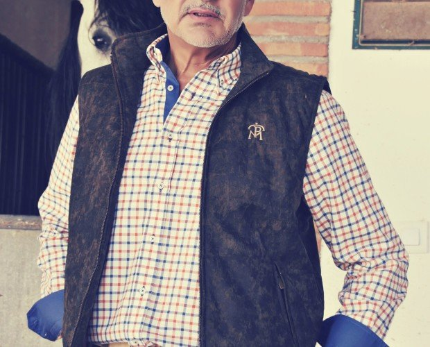 Camisas de Hombre. Camisa de cuadros y chaleco antelina envejecida