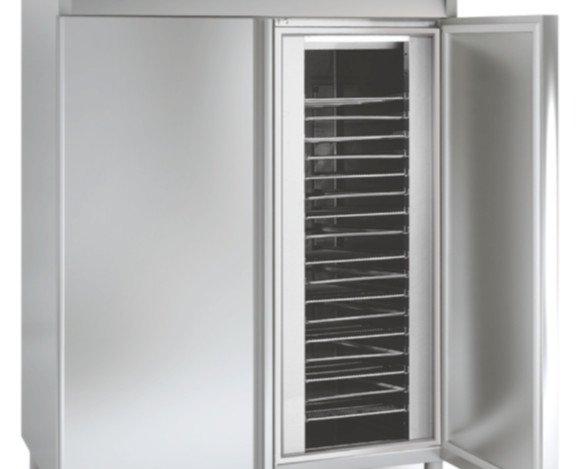 Armario de congelación. Puertas de apertura reversible.