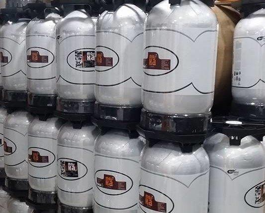 Barriles de cervezas. Tenemos cervezas en botella y barriles