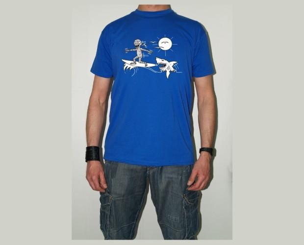 Camiseta tiburón. Camiseta de hombre color azul
