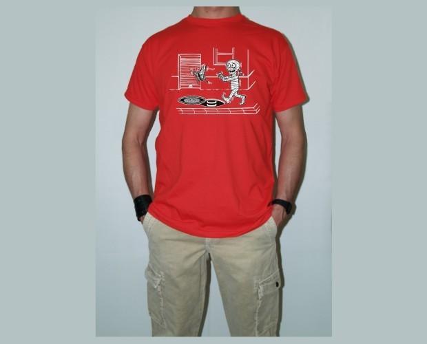 Momy mariposa. Camiseta roja de hombre