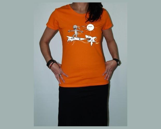 Momy tiburón. Camiseta de mujer