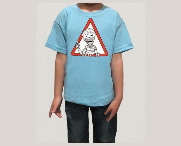 Camiseta de niño azul clara. Momy OK