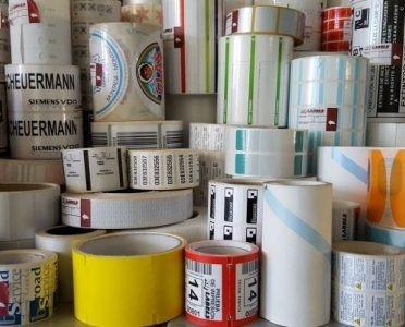 Etiquetas Adhesivas.Ofrecemos etiquetas autoadhesivas industriales en bobina para impresión por Transferencia Térmica, Térmica Directa y Láser Tóner