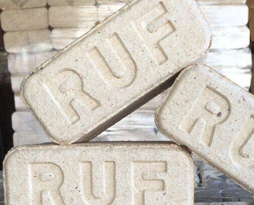Briquetas de madera. Las briquetas tipo RUF son un innovador y ecológico combustible sólido.