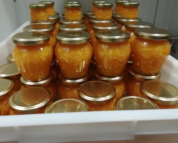 Mermelada naranja. Mermelada de Naranja Valenciana preparadas para el etiquetado.