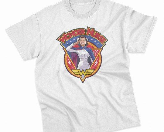 Wonder nurse. Camiseta de manga corta con cuello redondo