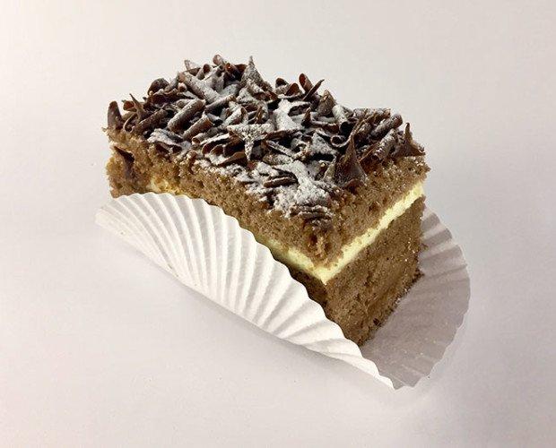 Selva negra. Postre de bizcocho de chocolate con trufa cubierto de riquísimas virutas de chocolate