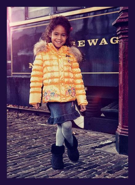 Abrigos infantiles. Abrigos para niñas en varios colores y modelos