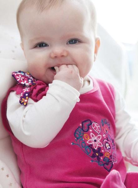 Conjuntos para bebé. Conjuntos para bebés de varios colores