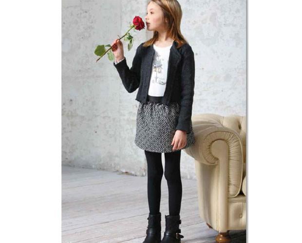 Faldas y chaquetas. Ropa de diseño para niñas