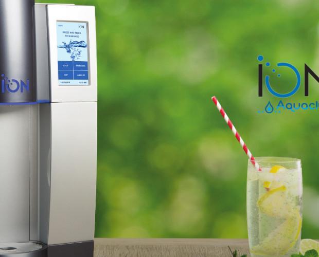 Dispensador de agua. Dispersión de agua sin depósito de acumulación para empresas y hostelería. Puede suministrar agua fria, natural, caliente y agua com gas