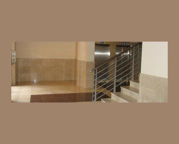 Servicio en Comunidades. Mantenemos su portal, ascensor, escaleras y buzones limpios
