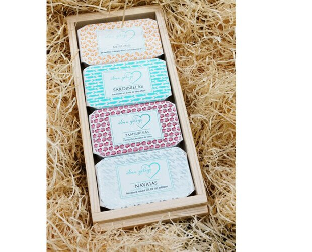 Pack degustación Alma Galega. 4 latas en una preciosa caja de madera Sardinilla, mejillones , navajas y zamburiñas