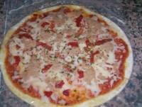 Pizza de atún y pimiento rojos