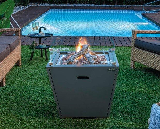Fuego de jardín. Hoguera de jardín a gas, crea un ambiente acogedor proporcionando calor sin humo