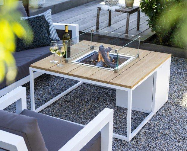Mesa con hoguera. Mesa de jardín con fuego para disfrutar del exterior en un ambiente cálido sin humo.