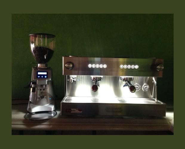 Cafetera y molinillo