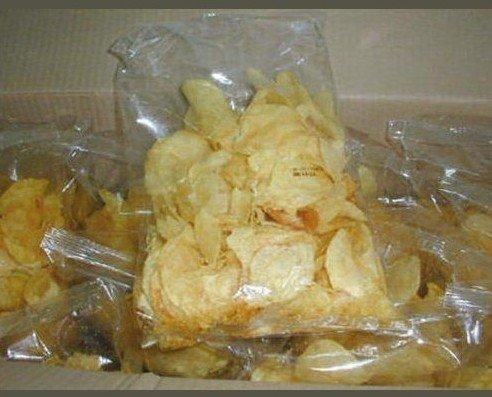 Aperitivos. Patatas fritas, frutos secos,