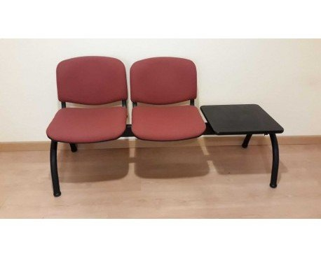 Bancada de oficina. 2 asientos tapizados en tela color granate
